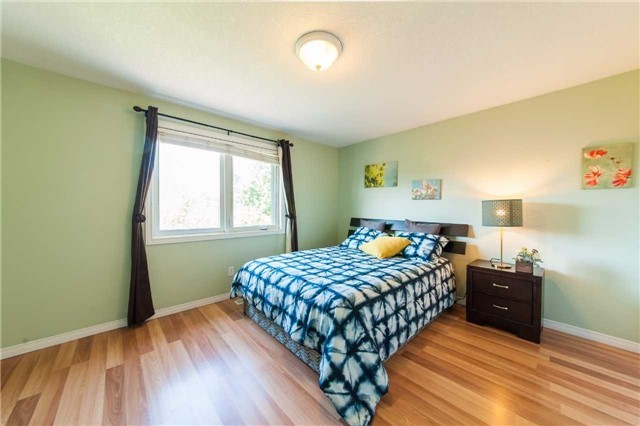 Detached at 6 Gaw Cres, Guelph, Ontario. Image 4