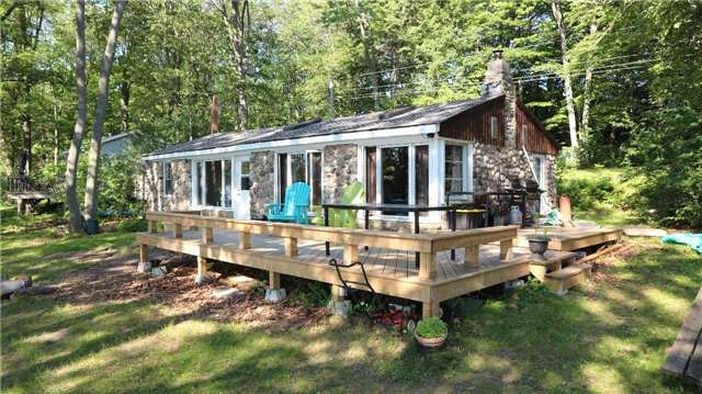 Cottage at 28 Long Island, Otonabee-South Monaghan, Ontario. Image 12