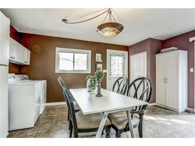 Detached at 23 Queensdale Ave W, Hamilton, Ontario. Image 12