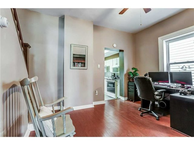 Detached at 23 Queensdale Ave W, Hamilton, Ontario. Image 15