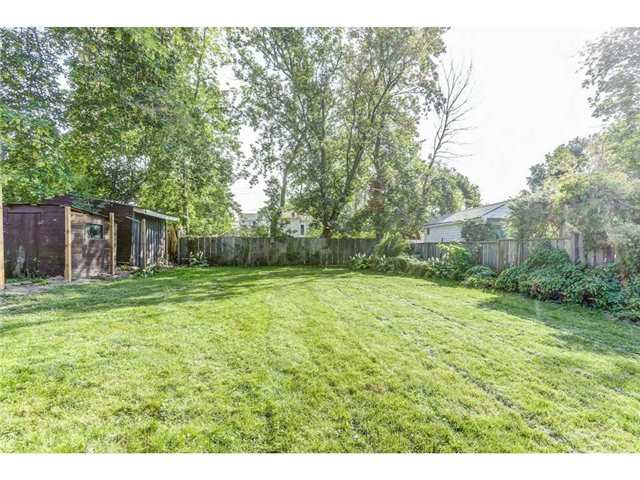 Detached at 23 Queensdale Ave W, Hamilton, Ontario. Image 8