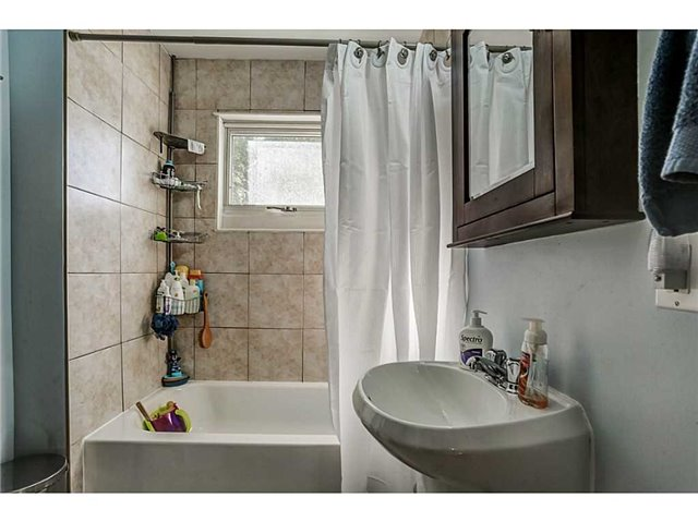 Detached at 182 Balsam Ave S, Hamilton, Ontario. Image 16