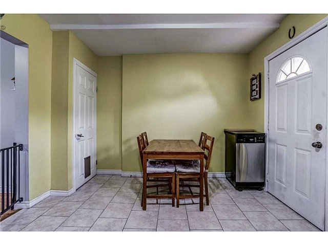 Detached at 182 Balsam Ave S, Hamilton, Ontario. Image 3