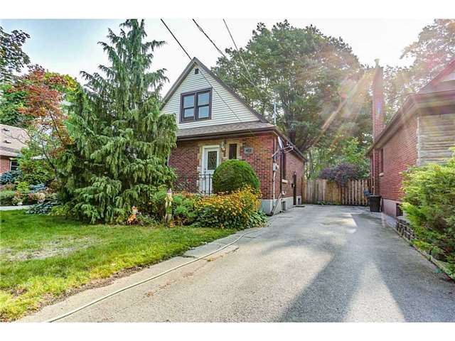 Detached at 403 Parkdale Ave S, Hamilton, Ontario. Image 1