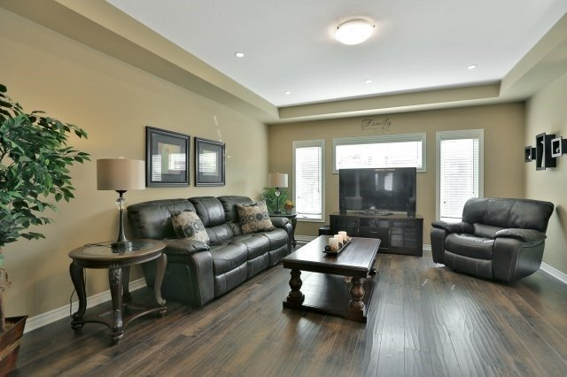 Detached at 34 Dominion Dr, Guelph, Ontario. Image 14