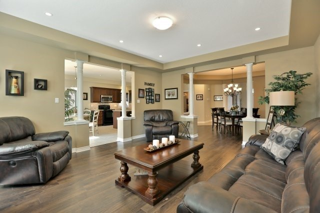 Detached at 34 Dominion Dr, Guelph, Ontario. Image 15