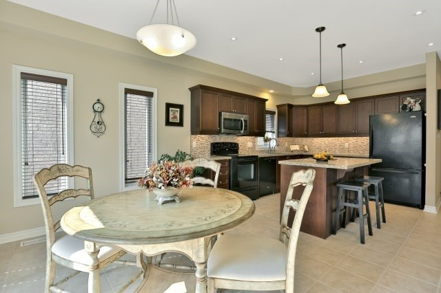 Detached at 34 Dominion Dr, Guelph, Ontario. Image 18