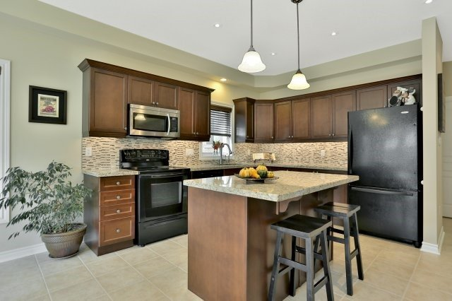 Detached at 34 Dominion Dr, Guelph, Ontario. Image 19