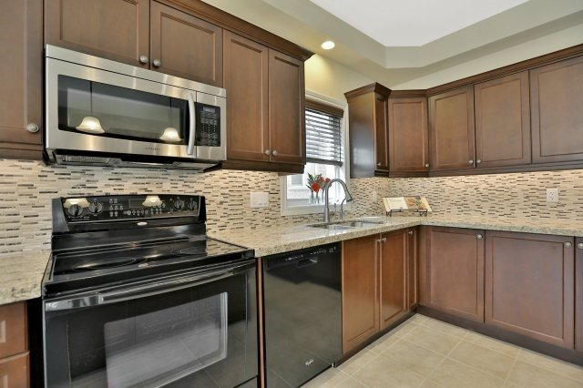 Detached at 34 Dominion Dr, Guelph, Ontario. Image 20
