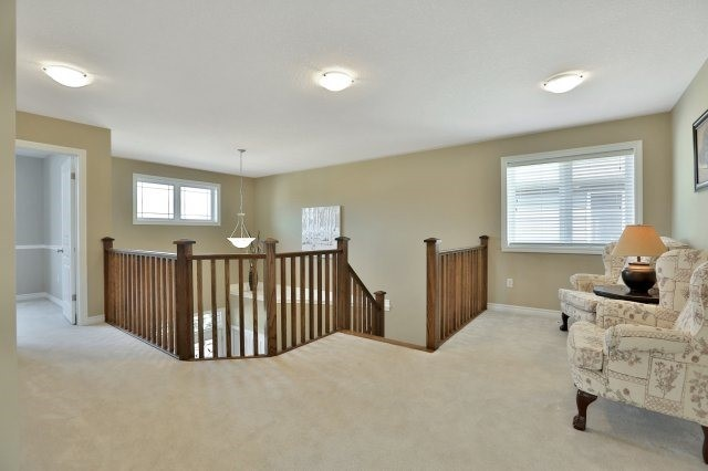 Detached at 34 Dominion Dr, Guelph, Ontario. Image 4