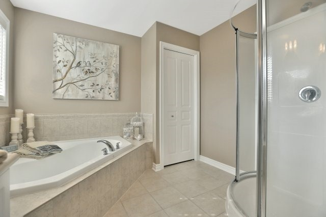 Detached at 34 Dominion Dr, Guelph, Ontario. Image 7