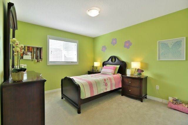 Detached at 34 Dominion Dr, Guelph, Ontario. Image 10