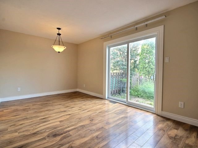 Condo Townhouse at 1085 Millwood Crt, Unit 1085, Ottawa, Ontario. Image 7