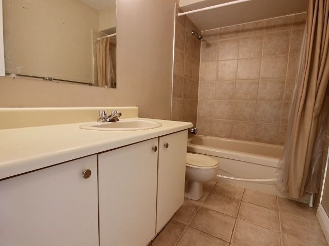 Condo Townhouse at 1085 Millwood Crt, Unit 1085, Ottawa, Ontario. Image 2
