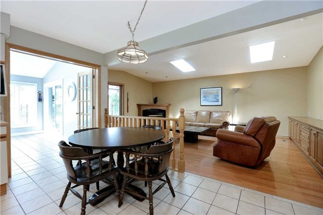 Detached at 190 Valleyview Dr, Hamilton, Ontario. Image 3
