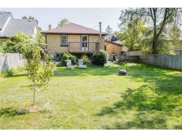 Detached at 44 Fifth Ave, Kitchener, Ontario. Image 4