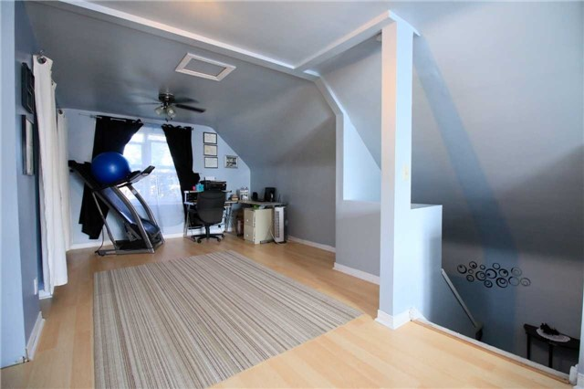 Detached at 287 East 32nd St, Hamilton, Ontario. Image 5
