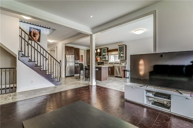 Detached at 12 Silver Maple Cres, Thorold, Ontario. Image 2