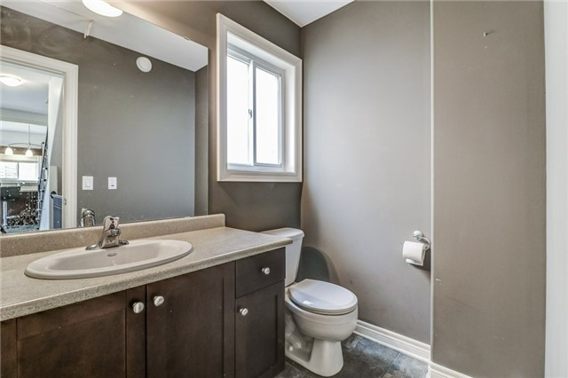 Detached at 12 Silver Maple Cres, Thorold, Ontario. Image 3