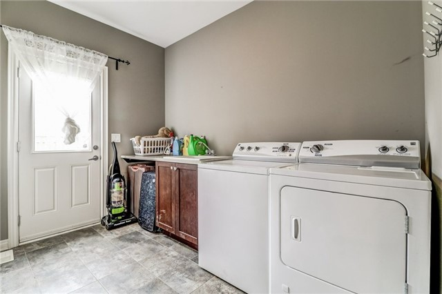 Detached at 12 Silver Maple Cres, Thorold, Ontario. Image 4