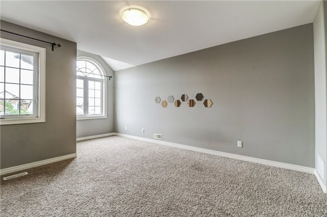Detached at 12 Silver Maple Cres, Thorold, Ontario. Image 7