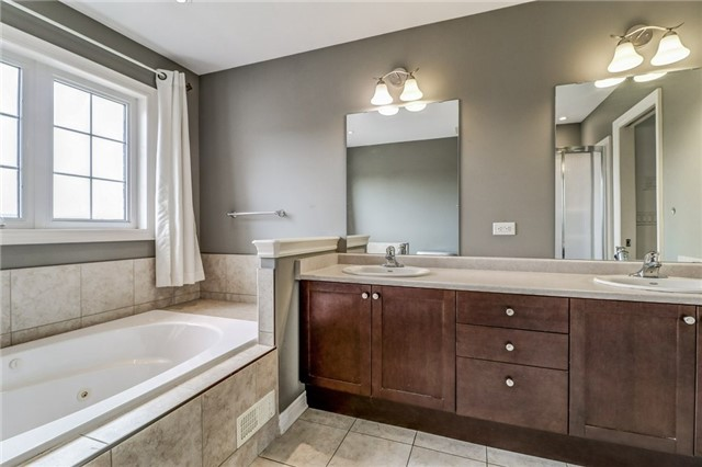 Detached at 12 Silver Maple Cres, Thorold, Ontario. Image 11