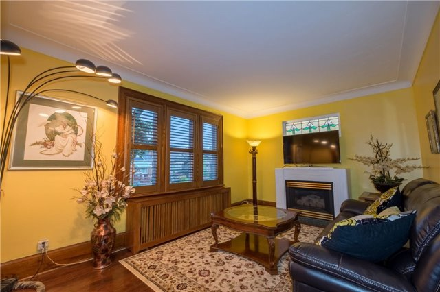 Detached at 69 Rosslyn Ave S, Hamilton, Ontario. Image 16