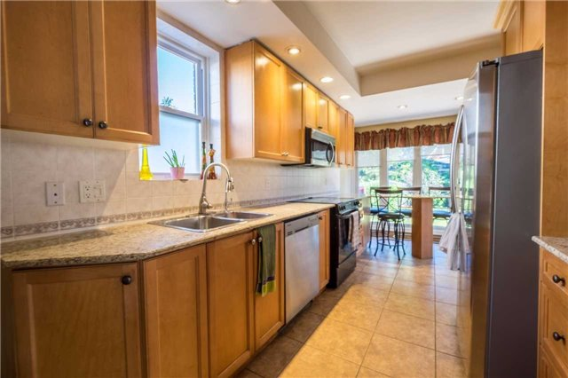 Detached at 69 Rosslyn Ave S, Hamilton, Ontario. Image 18