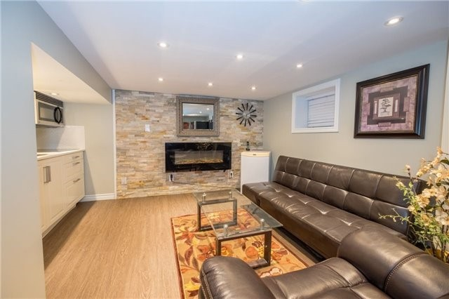 Detached at 69 Rosslyn Ave S, Hamilton, Ontario. Image 8
