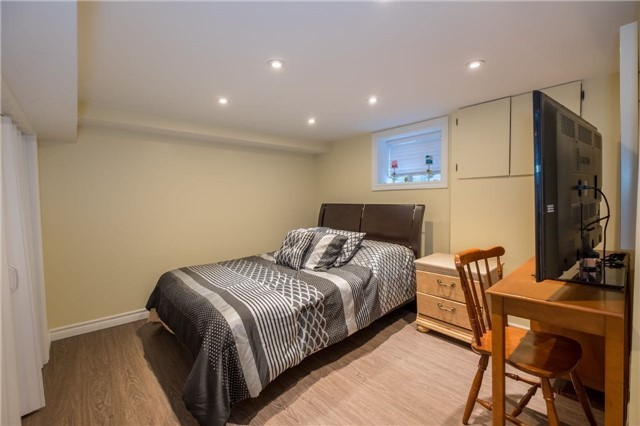 Detached at 69 Rosslyn Ave S, Hamilton, Ontario. Image 10
