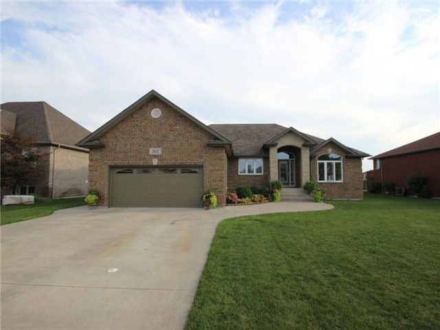 Detached at 262 Golfview Dr, Amherstburg, Ontario. Image 1