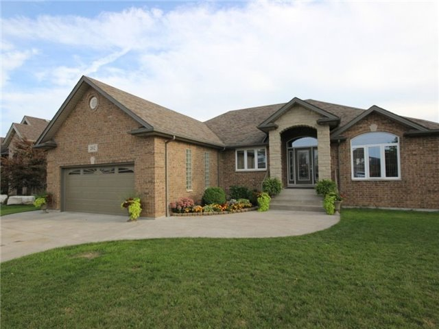 Detached at 262 Golfview Dr, Amherstburg, Ontario. Image 12
