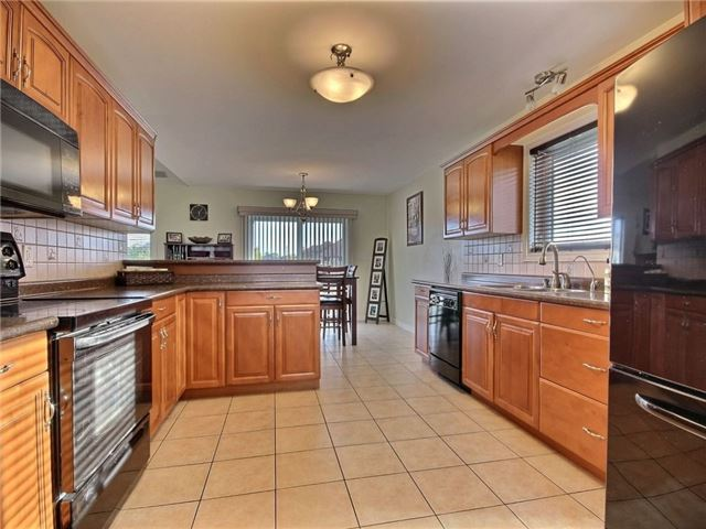 Detached at 262 Golfview Dr, Amherstburg, Ontario. Image 17