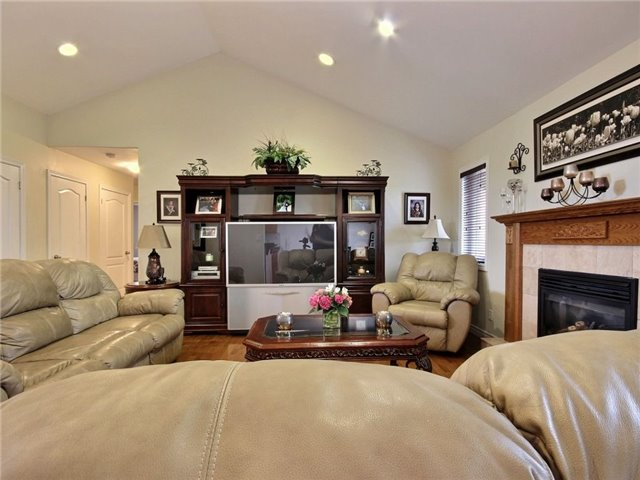 Detached at 262 Golfview Dr, Amherstburg, Ontario. Image 2