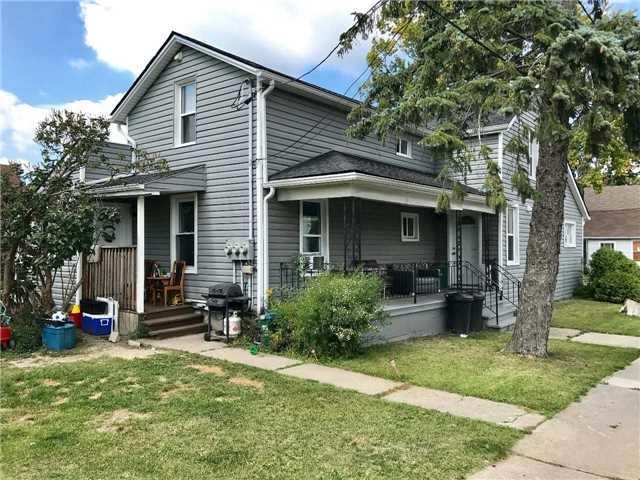 Triplex at 17 Ross St, Welland, Ontario. Image 6