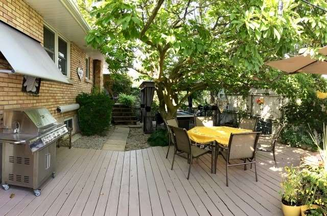 Detached at 22 West St N, Thorold, Ontario. Image 7