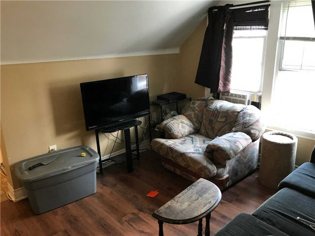Duplex at 494 Lincoln St, Welland, Ontario. Image 3