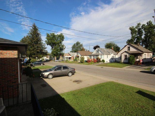 Detached at 6358 Monroe St, Niagara Falls, Ontario. Image 11
