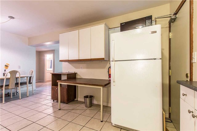 Detached at 249 Sunview St S, Waterloo, Ontario. Image 3