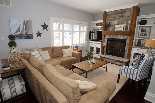 Detached at 1194 Lakeshore Rd W, St. Catharines, Ontario. Image 2