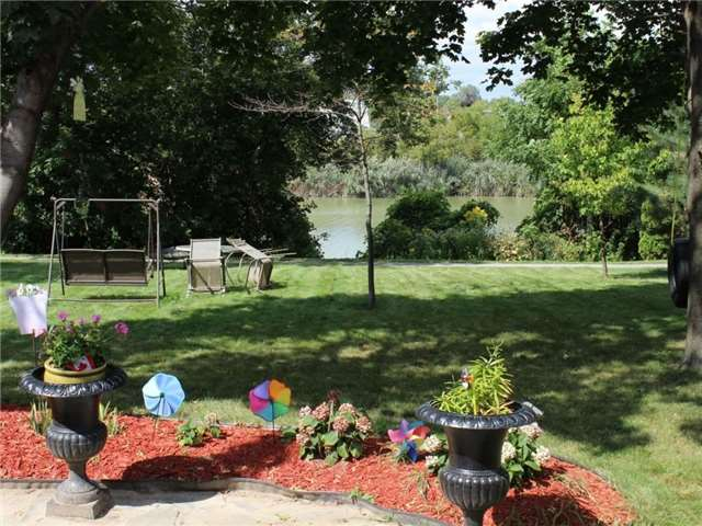 Detached at 23 Plantation Pl, Chatham-Kent, Ontario. Image 11