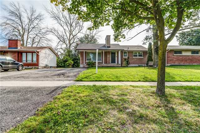 Detached at 47 Jacobson Ave, St. Catharines, Ontario. Image 1