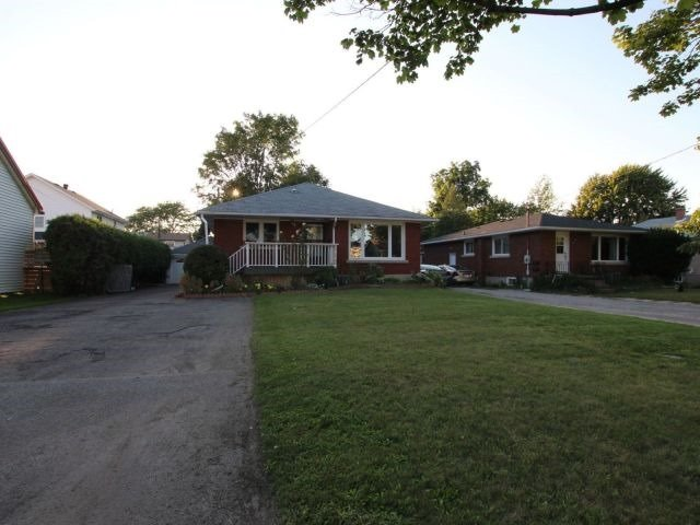Detached at 113 Haig St, St. Catharines, Ontario. Image 12