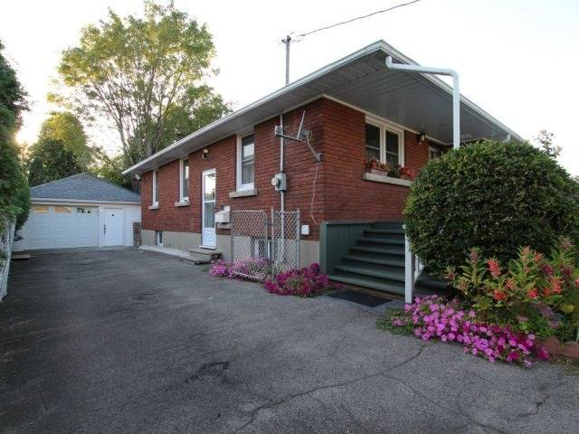 Detached at 113 Haig St, St. Catharines, Ontario. Image 16