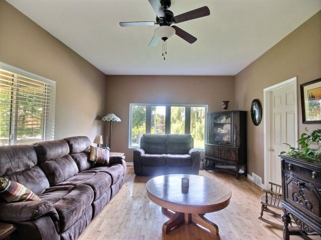 Detached at 21944 Mill Rd, Strathroy-Caradoc, Ontario. Image 18