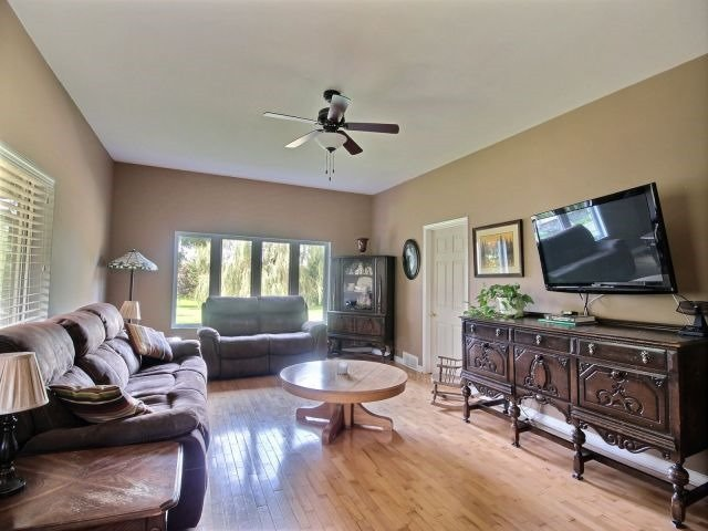 Detached at 21944 Mill Rd, Strathroy-Caradoc, Ontario. Image 19