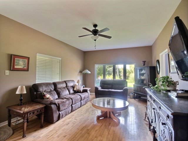 Detached at 21944 Mill Rd, Strathroy-Caradoc, Ontario. Image 20