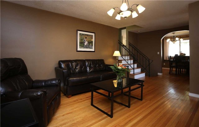 Detached at 233 Maxwell Ave, Peterborough, Ontario. Image 3