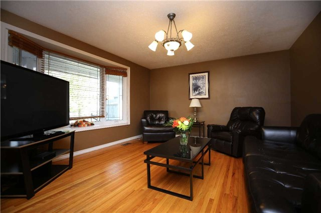 Detached at 233 Maxwell Ave, Peterborough, Ontario. Image 4