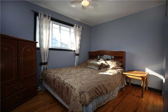 Detached at 233 Maxwell Ave, Peterborough, Ontario. Image 6